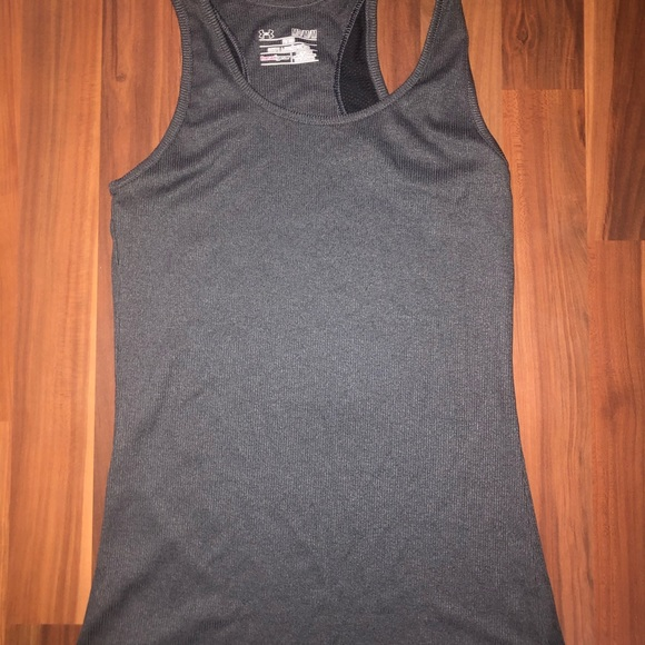 Under Armour Tops - EUC Under Armour stretch tank top